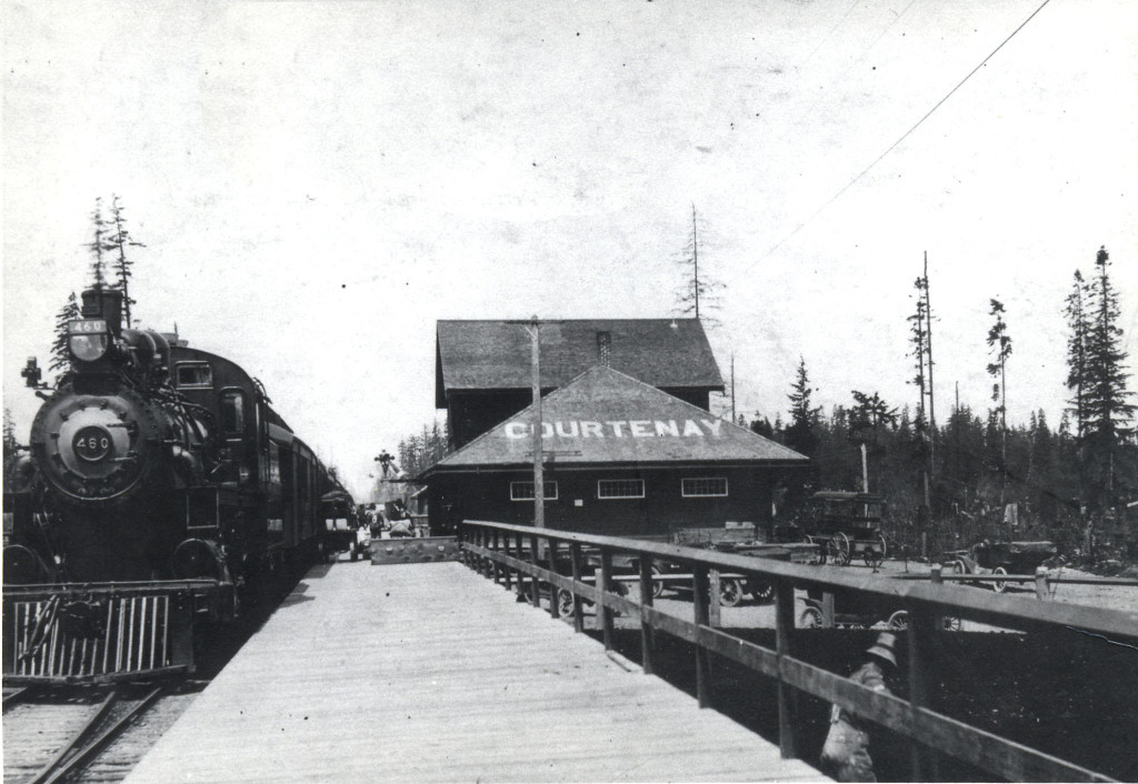 E&N at Courtenay Station, c. 1919 CDM 972.233.1