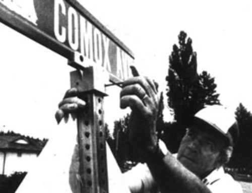 It's All There in Black and White: New Street Signs for Comox